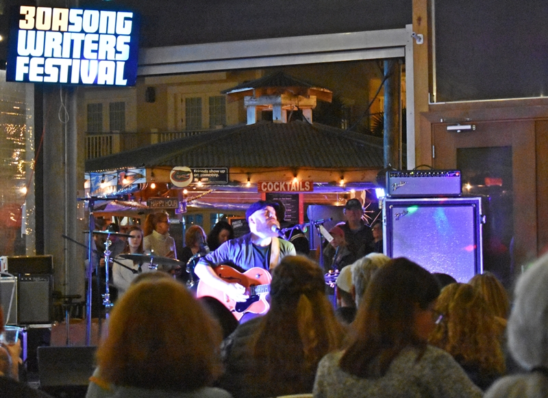 Marc Broussard Playing to packed crowd Mimis Tips to Navigate 30aSongwriters Festival 2020 www.diningwithmimi.com