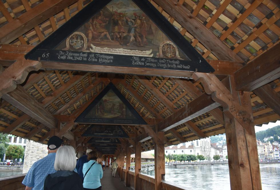 Walking Chapel Bridge Luzern Lucerne How I love thee Let me count the ways www.diningwithmimi.com